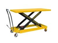 Una piattaforma elevatrice carrellata manuale di colore giallo, con possibilità di sollevare il pianale superiore, in modo manuale