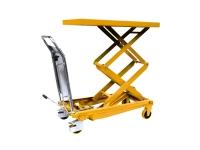 Un carrello manuale di colore giallo, con possibilità di sollevare il pianale superiore, in modo manuale