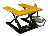 A yellow platform with electro-pneumatic lifting, and shaped plan with pallet trucks entrance