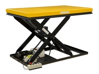 Una piattaformadi colore giallo, con sollevamento elettropneumatico