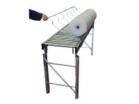 Rulliera lineare a gravità, in acciaio zincato con rulli, completa di un accessorio per il ribaltamento di bobine