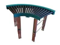 Rulliera curva motorizzata a raggio stretto, di colore verde, a 90 gradi, a rulli conici in plastica di colore nero